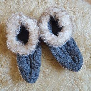 American Eagle Faux Fur Knit Slipper Moccasins